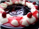 торт с лепестками роз